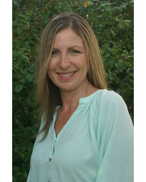 Margie Mader, LMFT, CHT is a Licensed Marriage and Family Therapist and a National Board-Certified Hypnotherapist. Margie is the founder, owner, and clinical director of Growth and Healing Wellness Center, a holistic private practice in West Fort Lauderdale.