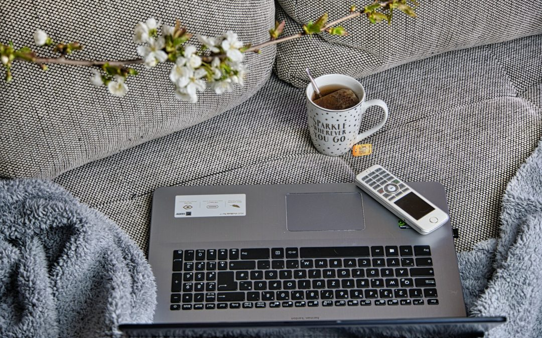 How to Work With Your Spouse Now That You're Both Working From Home